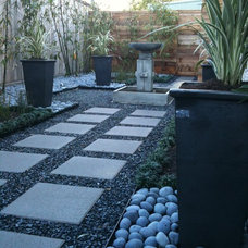 Modern Landscape by Memorial Landscaping and Irrigation