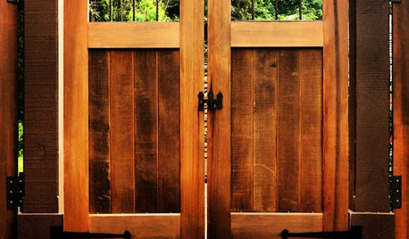 6 Best Materials for Compound Wall Gates