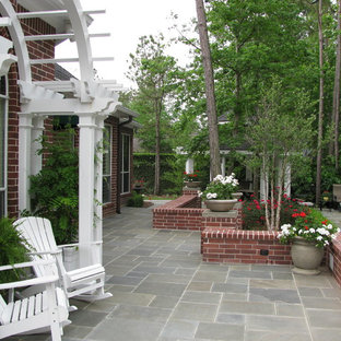 Design ideas for a traditional stone landscaping in Houston.
