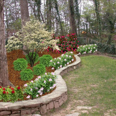 This is an example of a traditional side yard landscaping in Atlanta.