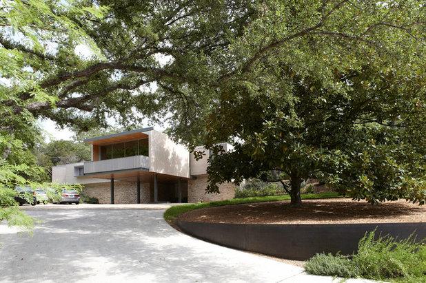 Midcentury Landscape by Studio Balcones