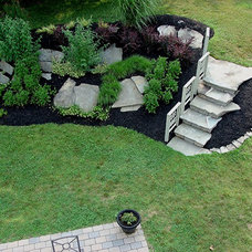 Traditional Landscape by Lazzell Design Works