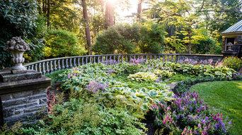 Balustrade & a sunken garden with lush color