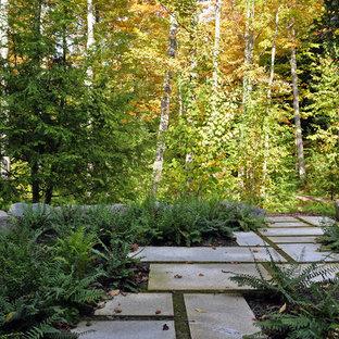 Esempio di un giardino minimal in ombra dietro casa in autunno