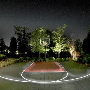 Geräumiger Moderner Garten hinter dem Haus mit Sportplatz in Washington, D.C.