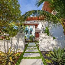 Tropical Landscape by BORDEN Landscape Design