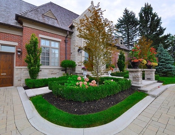 Bayview Country Club Front Yard