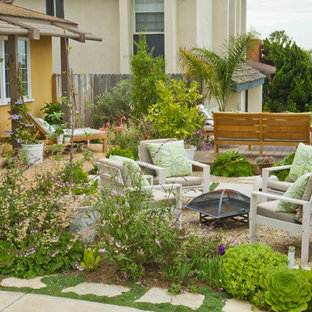 Inspiration for a mid-sized beach style front yard gravel landscaping in Orange County.