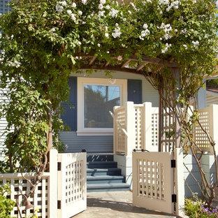 Inspiration for a coastal front garden in San Francisco.