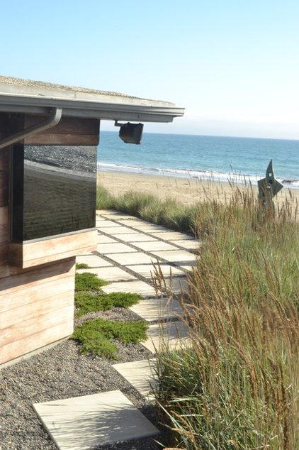 Beach Style Landscape by Jeffrey Gordon Smith Landscape Architecture