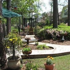 Traditional Landscape by Antoine Architects, LLC