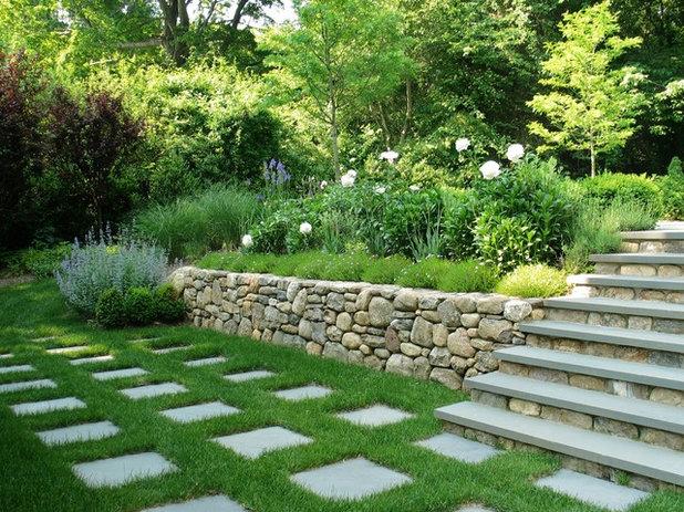 Классический Сад by Elise Landscapes & Nursery, LLC