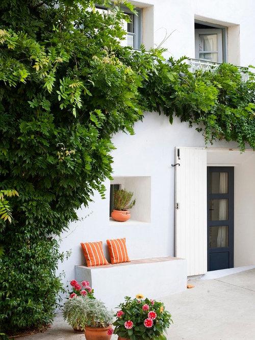 diseo de patio mediterrneo grande sin cubierta en patio delantero con jardn