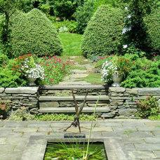 Traditional Landscape by Broadleaf Landscape Architecture