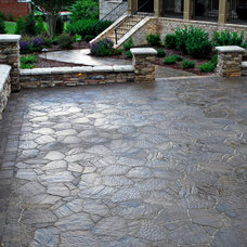Traditional Landscape by Fontaine Landscaping Inc.