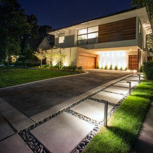 Idee per un vialetto moderno esposto in pieno sole davanti casa in estate con un ingresso o sentiero