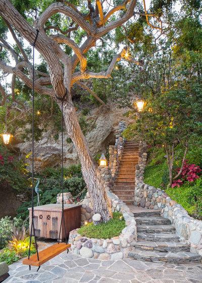 Mediterran Garten by Gregg Abel Design & Construction