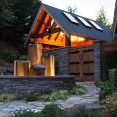 Craftsman Landscape by KLLA Landscape Architects Inc.
