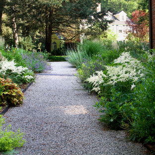 Design ideas for a contemporary gravel landscaping in Boston.