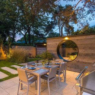 Mittelgroßer Klassischer Garten hinter dem Haus in Toronto