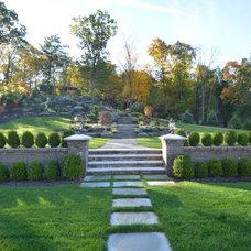 Traditional Landscape by Landscape Perceptions of DiTomaso Design Inc.
