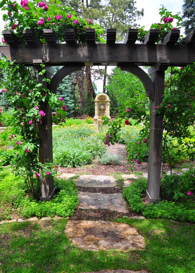 Traditional Garden by Designscapes Colorado Inc.