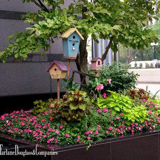 Mittelgroßes, Schattiges Shabby-Chic-Style Garten im Innenhof im Frühling mit Kübelpflanzen in Chicago