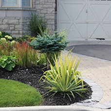 Contemporary Landscape by Cedargate Landscaping Inc.