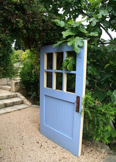 American Traditional Garden by Donna Lynn - Landscape Designer