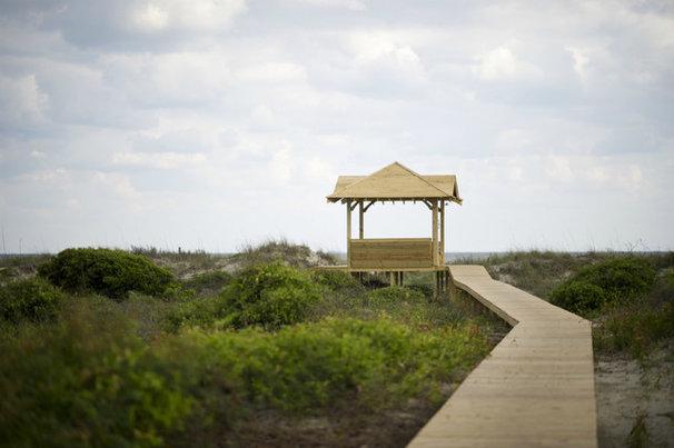 Beach Style Landscape by Sceltas Build + Consult