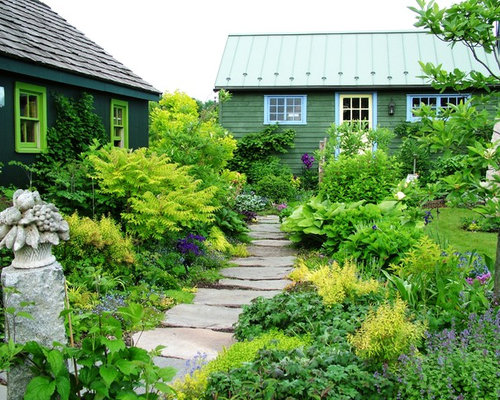 Farmhouse Landscape Ideas, Designs, Remodels & Photos on Farmhouse Backyard Landscaping id=78009