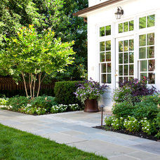 Traditional Landscape by National Association of Landscape Professionals