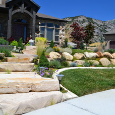 Traditional Landscape by Boulder Mountain Rock Wall Co.