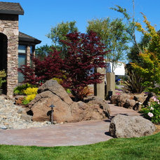 Contemporary Landscape by Spring Creek Watergardens and Landscape