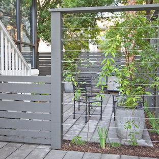 Immagine di un piccolo giardino tradizionale nel cortile laterale