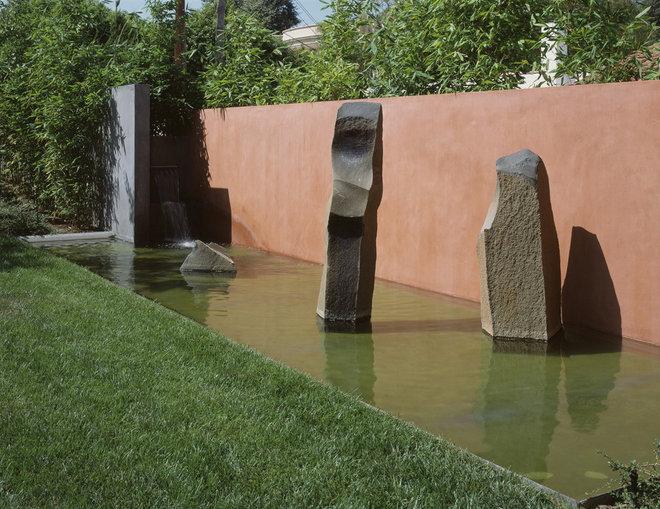 Modern Landscape by Ehrlich Architects