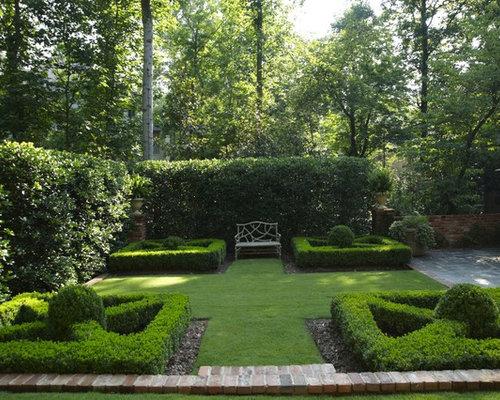 Parterre courtyard for Garden parterre designs