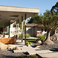 Midcentury Landscape by Grow Landscape Design