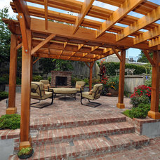 Traditional Landscape by Ventana Construction LLC