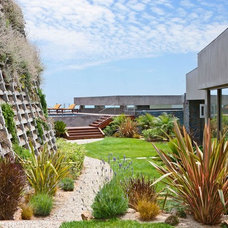 Contemporary Landscape by Sorensen Architects
