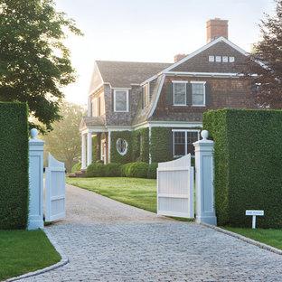 Design ideas for a victorian driveway garden in New York.