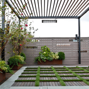 Large contemporary rooftop partial sun garden in New York for summer.