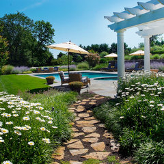 traditional landscape by Landscape Design Group Inc.