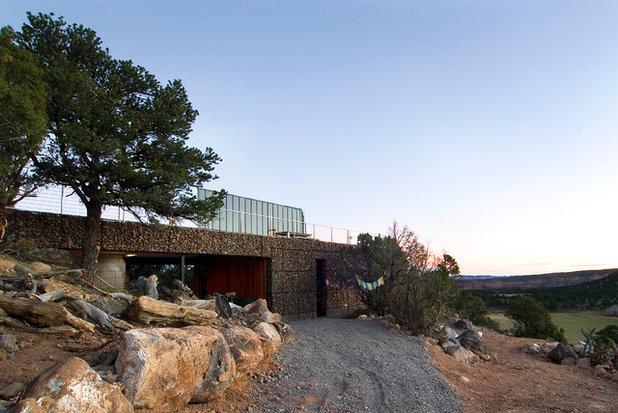 Modern Landscape by Imbue Design