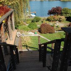 Midcentury Landscape by Avalon Northwest Landscape, LLC