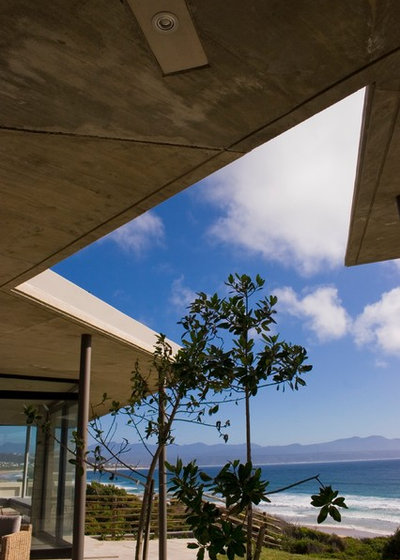 Beach Style Landscape by paul oosthuizen architects