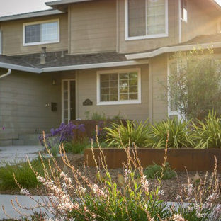 Inspiration for a mid-sized modern drought-tolerant front yard concrete paver landscaping in San Francisco.