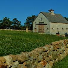 Farmhouse Landscape by W.T. LeRoyer Landscape & Design