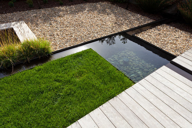 Contemporary Garden by Eric Miller Architects, Inc.