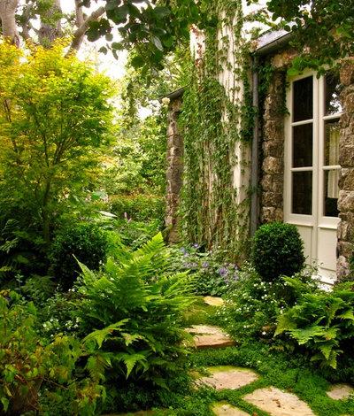 トラディショナル 庭 by Linda L. Floyd, Inc., Interior Design